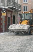 Calzada limpia y nieve fuera de las principales calles del casco urbano en Las Navas del Marqués
